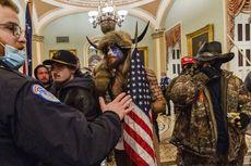 Seorang Perusuh Capitol yang Pakai Topi Bertanduk Hendak Bersaksi di Sidang Pemakzulan Trump