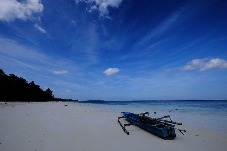 Pantai Ngurbloat di Kepulauan Kei, Maluku Tenggara.