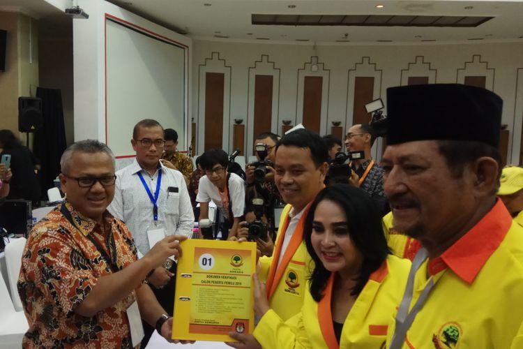 Ketua KPU RI, Arief Budiman Menerima Pendaftaran Partai Berkarya besutan Hutomo Mandala Putra alias Tommy Soeharto sebagai calon peserta Pemilu 2019. Jakarta, Jumat (13/10/2017).