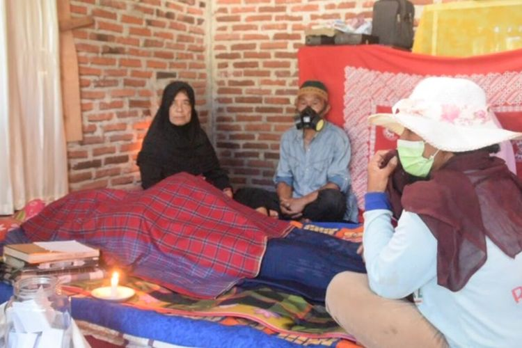 Seorang anggota TNI di Kodim 1413 Buton, Serda Baso Hadang, tewas dengan luka disekujur tubuhnya  di Kelurahan Karing-karing, Kecamatan Bungi, Kamis (14/5/2020) sekitar pukul 23.00 Wita.