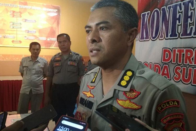 Kabid Humas Polda Sulsel Kombes Pol Ibrahim Tompo saat diwawancara di lobi Polda Sulsel, Selasa (19/11/2019).