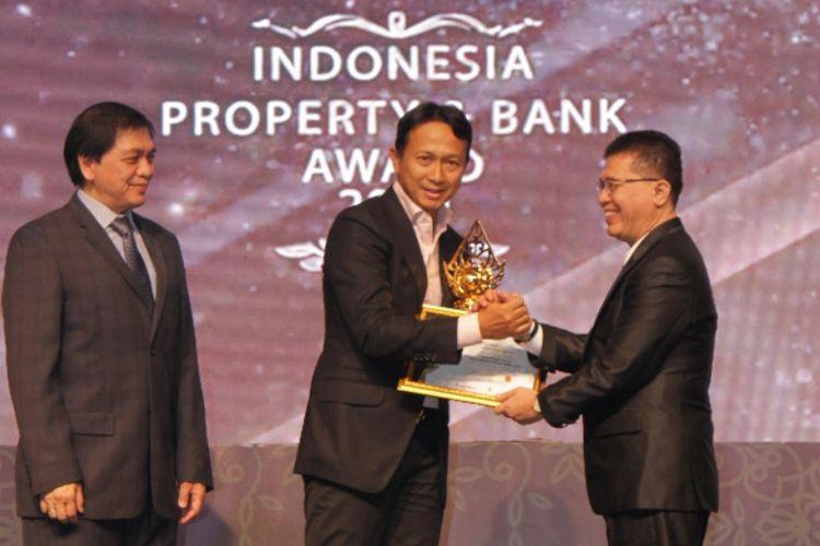 Asmat Amin meraih predikat Tokoh Pengembang Rumah Rakyat Paling Populer 2019 di Indonesia Property&Bank Award 2019 (IPBA 2019 pada Kamis (26/9/2019).