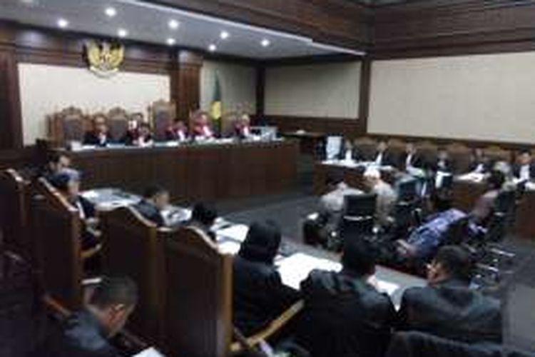 Tujuh anggota DPRD didakwa terima suap dari mantan Gubernur Sumut, Gatot Pujo Nugroho. Sidang digelar di Pengadilan Tipikor, Jakarta, Rabu (26/10/2016).