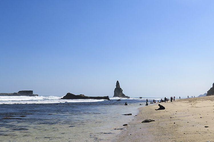 Pantai Buyutan, Pacitan dengan pasir putihnya.