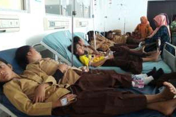 Setelah Minum Obat Penambah Darah Puluhan Siswi Smp Dilarikan Ke