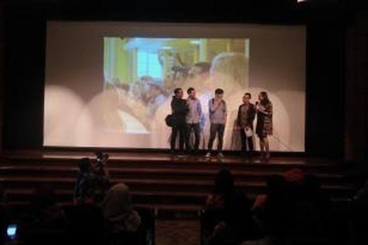 Negeri Van Oranje memang bercerita tentang para pelajar yang sedang menempuh pendidikan di Belanda. Dengan demikian, latar belakang kisah persahabatan cukup kental di film ini.