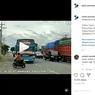 Gegara Lampu Hazard, Pengendara Motor Hampir Tertabrak Bus