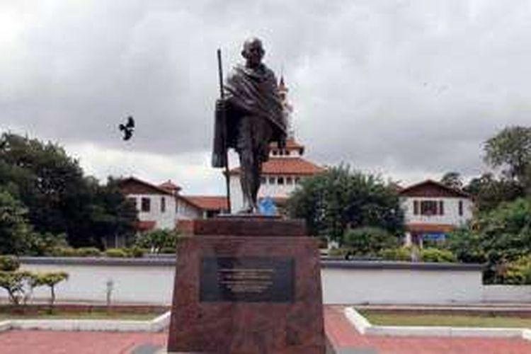 Patung Mahatma Gandhi di Kota Accra ini sebelumnya diresmikan oleh Presiden India Pranab Mukherjee pada Juni lalu.