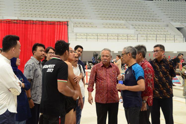 Menteri PUPR Basuki Hadimuljono saat meninjau stadion renang Gelora Bung Karno.