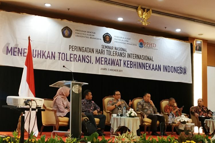 Anggota Badan Pembinaan Ideologi Pancasila (BPIP), Antonius Benny Susetyo (Romo Benny) saat mengisi seminar di kawasan Sudirman, Jakarta Pusat, Jumat (15/11/2019). ,