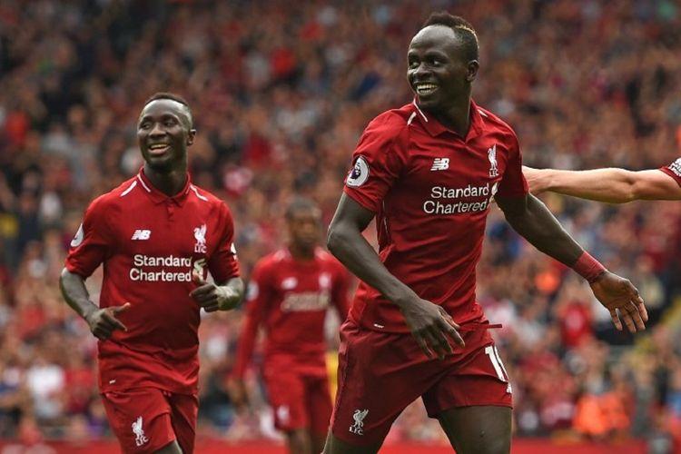 Sadio Mane dan Naby Keita merayakan gol Liverpool ke gawang West Ham United pada pertandingan Liga Inggris di Stadion Anfield, 12 Agustus 2018.