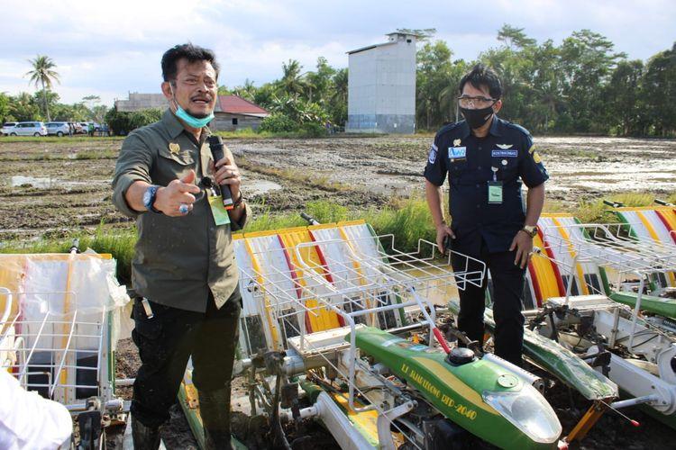 Menteri Pertanian Syahrul Yasin Limpo menghimbau petani di Kabupaten Bekasi untuk mengikuti asuransi pertanian, sebagai antisipasi apalagi lahan pertanian seluas 800 ha gagal panen, Minggu (13/9/2020).