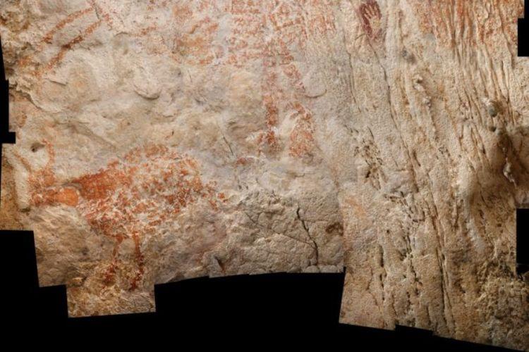 siluet cap tangan manusia purba yang letaknya masih satu bidang dengan lukisan gua tertua di dunia.