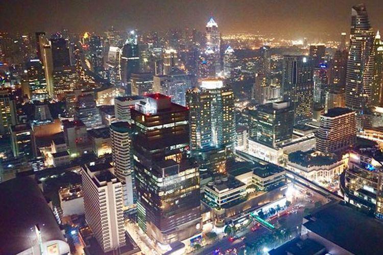 Pemandangan kota Bangkok, Thailand di malam hari.