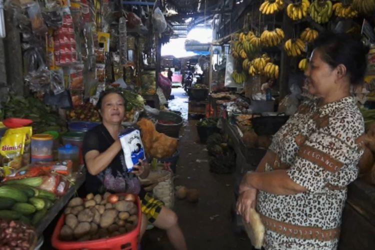 Sejumlah pedagang di Pasar Nou mengeluh kelangkaan garam yang sejak sebulan terakhir hilang di Kota Gunungsitoli, Sumatera Utara.