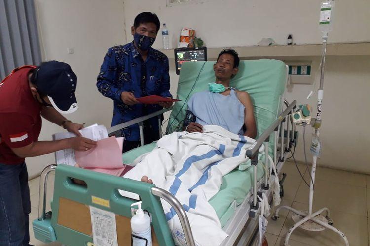 Sumani, tersangka kasus dugaan pembunuhan satu keluarga seniman di Rembang. Sumani saat ini masih menjalani perawatan intensif di RSUD Soetrasno, Rembang, Sabtu (13/2/2021)