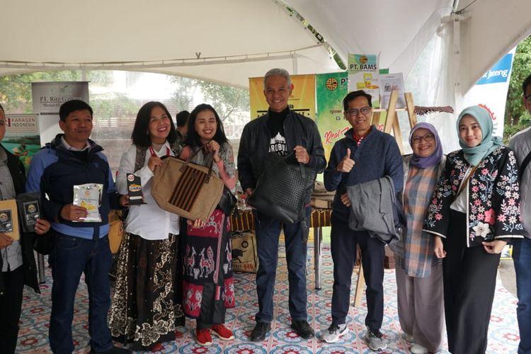 Gubernur Jateng Ganjar Pranowo, saat mengunjungi booth Pemprov Jateng di Festival Indonesia Moskow, Rusia, Minggu (4/8/2019).