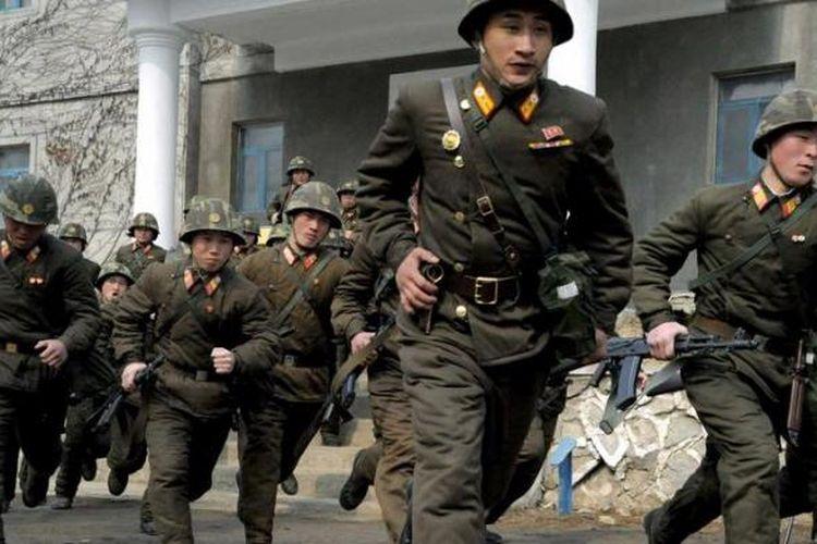 Tentara Korea Utara dalam sebuah latihan militer.