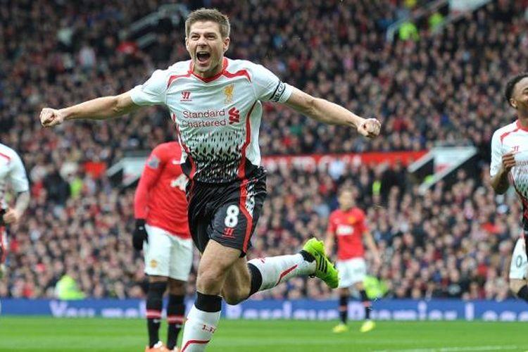 Kapten Liverpool, Steven Gerrard, seusai mencetak gol ke gawang Manchester United pada lanjutan Premier League di Stadion Old Trafford, Minggu (16/3/2014). Liverpool menang 3-0 pada laga tersebut.