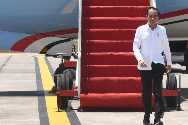 Presiden Joko Widodo saat tiba di Provinsi Kepulauan Riau (Kepri) sekitar pukul 12.35 WIB pada Rabu (1/4/2020).