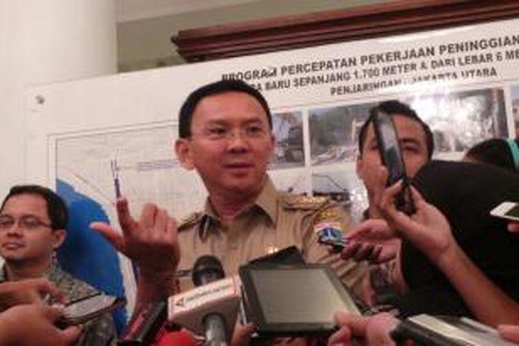 Gubernur DKI Jakarta Basuki Tjahaja Purnama wawancara dengan wartawan, di Balai Kota, Selasa (3/11/2015).