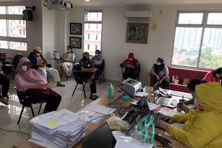 Suasana vaksinasi Covid-19 di Puskesmas Mampang Prapatan, Jakarta Selatan pada Kamis (25/2/2021) sore.