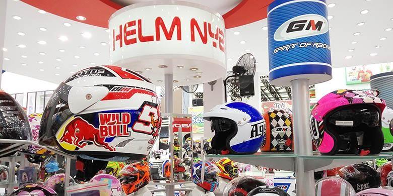 Pilihan helm di booth helm NHK GM VOG MAZ MIX di Jakarta Fair Kemayoran