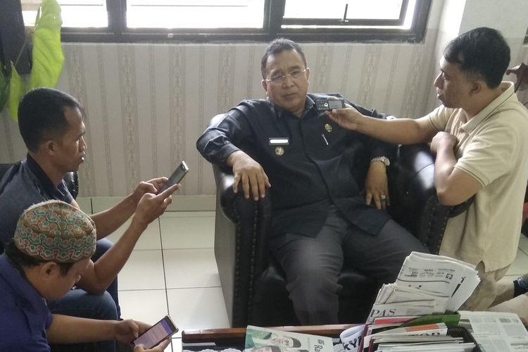Wali Kota Tasikmalaya Budi Budiman saat diwawancara wartawan di ruang kerjanya, Senin (13/5/2019).