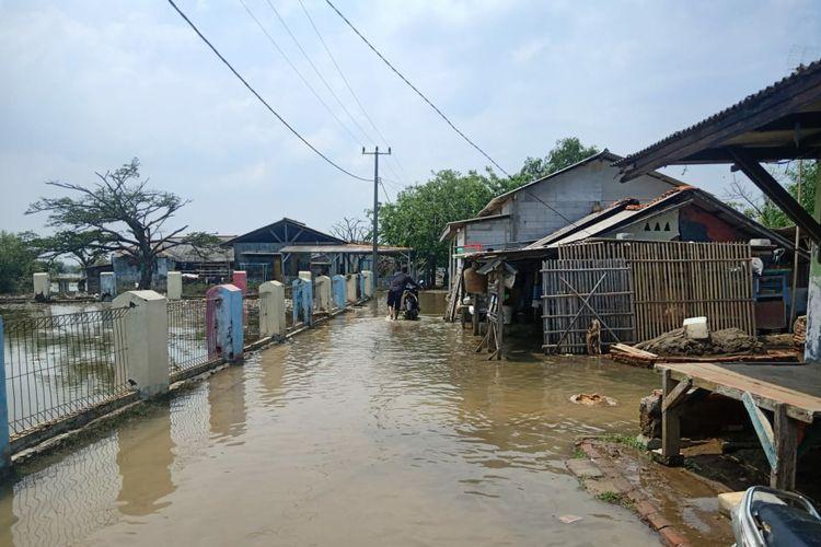 Kondisi banjir rob di kawasan kampung Beting, Muara Gembong, Kabupaten Bekasi