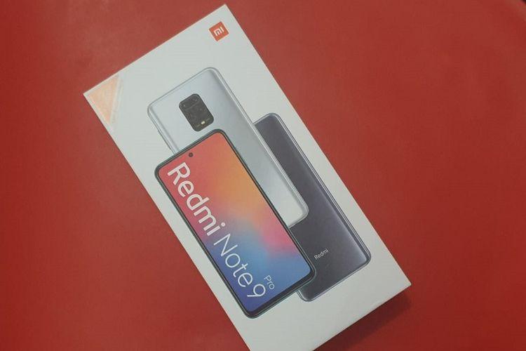 Tampak depan kotak kemasan Redmi Note 9 Pro.