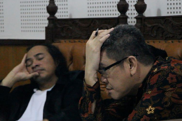 Terdakwa Kurnadie, mantan Kepala Imigrasi Kelas I Mataram, Rabu (30/10/3019), menjalani sidang di Pengafilan Negeri Tipikor Mataram, dengan agenda mendengarkan keterangan saksi atas kasus suap Rp 1,2 milyar, terkait kasus penyalahgunaan ijin tinggal WNA di Lombok Barat.