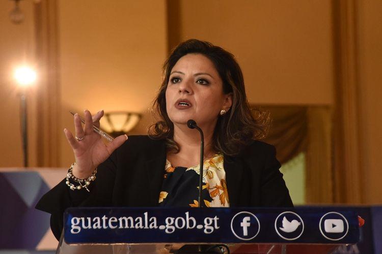 Menteri Luar Negeri Guatemala, Sandra Jovel, menjawab pertanyaan saat konferensi pers di Istana Budaya di Guatemala City pada Rabu (27/12/2017). (AFP/Orlando Estrada)
