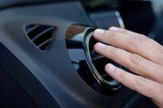 Mengapa AC Mobil Mengeluarkan Bau Apak Ketika Baru Dinyalakan?