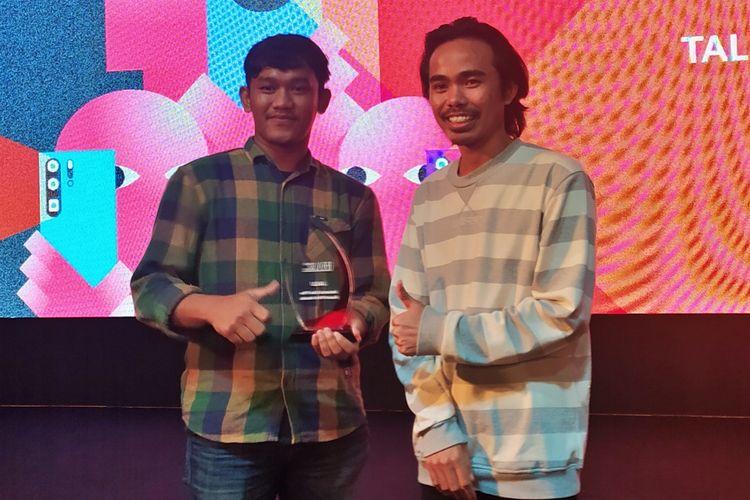 Kiri-kanan: Irwan Sugriawan dan Juhendi Incu Putu. Keduanya merupakan anggota tim pemegang juara pertama Huawei Film Award.