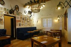 5 Kafe Nuansa Vintage di Semarang, Ada yang Gedungnya Berusia 1 Abad