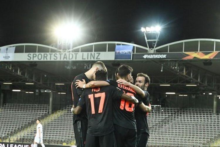 Skuad Manchester United saat merayakan gol ke gawang LASK Linz pada leg pertama babak 16 besar Liga Europa, Jumat (13/3/2020) dini hari WIB.