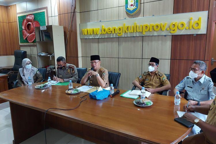 Gubernur Bengkulu, Rohidin Mersyah gelar konfrensi pers terkait pembebasan pajak kendaraan roda dua