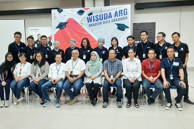 Wisuda peserta Akademi Ritel Gramedia (ARG) Batch 4 di Gramedia Learning Center, Jakarta, Senin (1/7/2019), sekaligus pelepasan magang peserta ARG Batch 5 dan pembukaan kelas baru untuk Batch 6.