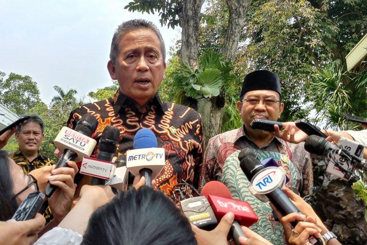 Ketua BPK Moermahadi Soerja Djanegara usai bertemu Jokowi di Kompleks Istana Kepresidenan, Jakarta, Kamis (5/4/2018).