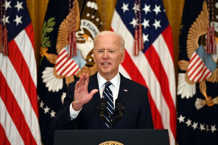Presiden Amerika Serikat (AS) Joe Biden menjawab pertanyaan dalam konferensi pers perdananya di Ruangan Timur Gedung Putih, Washington DC, pada 25 Maret 2021.
