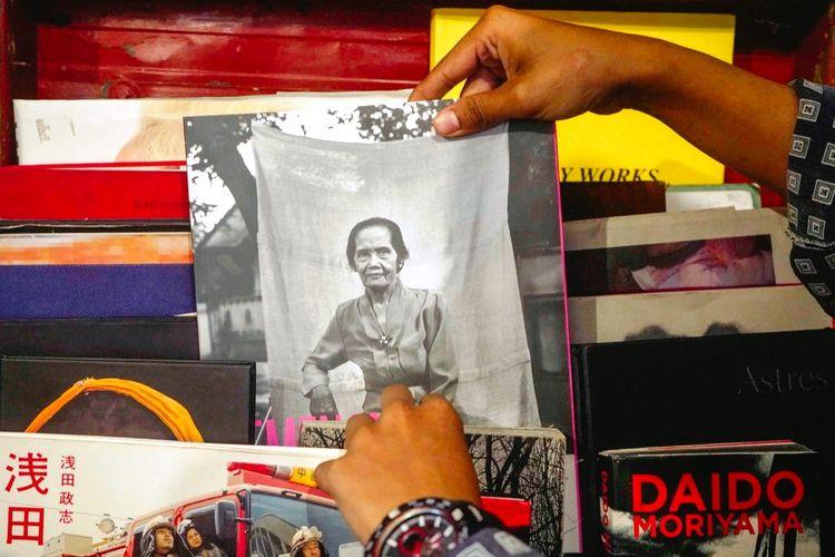 Buku foto koleksi Wahyu Dhian.