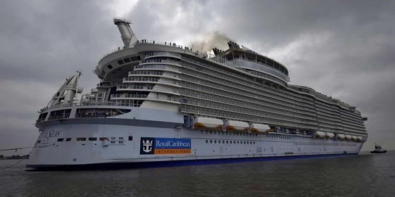 Kapal pesiar Harmony of the Seas meninggalkan galangan kapal Saint-Nazaire, Perancis, untuk melakukan uji coba pelayaran selama 3 hari, 10 maret 2016. Kapal berkapasitas 6,296 penumpang dan 2,384 awal kapal, dibuat oleh STX Perancis untuk Royal Caribbean International.