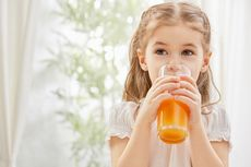 5 Alasan Jus Buah Justru Sebabkan Masalah Kesehatan pada Anak