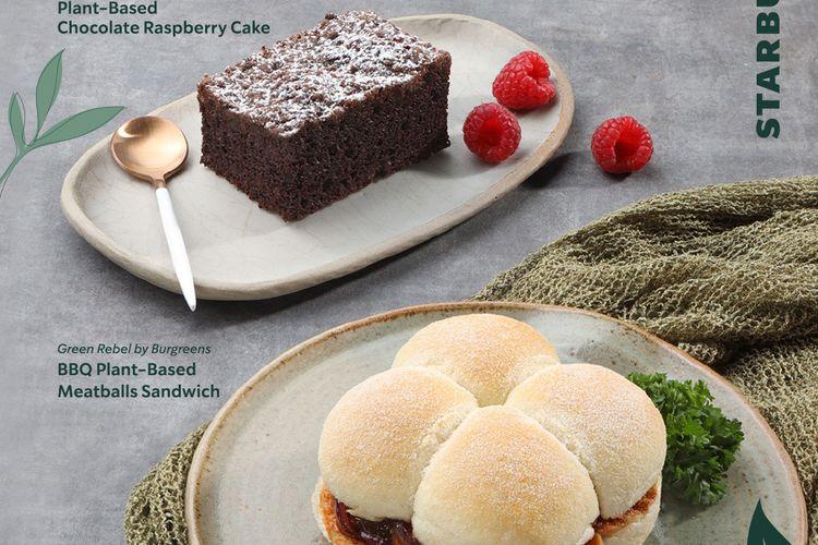 Sandwich dan kue cokelat plant-based di Starbucks.