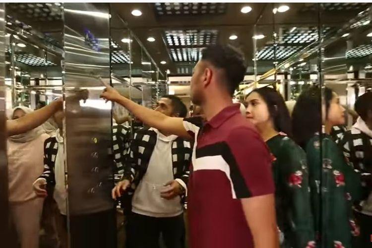 Ada lift di rumah ibunda artis Nagita Slavina, Rieta Amilia.