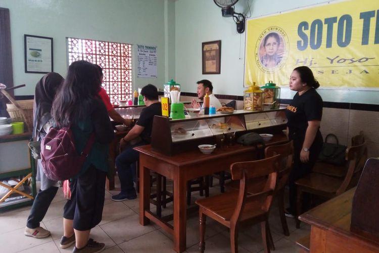 Menurut salah satu pemilik Soto Triwindu, Wati, pelanggan soto ini berasal dari berbagai daerah seperri Jakarta, Surabaya, hingga Malaysia