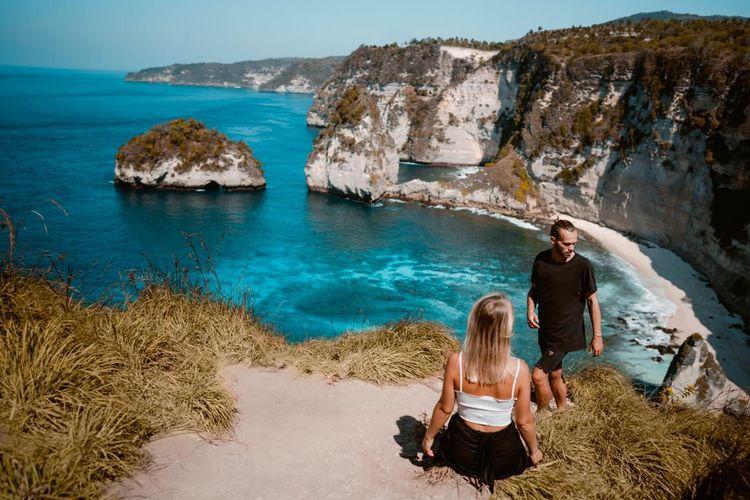 Foreign tourists at Nusa Penida Beach