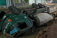 Sudah 2 Hari Truk Molen Tercebur di Kali Pamulang Belum Dievakuasi