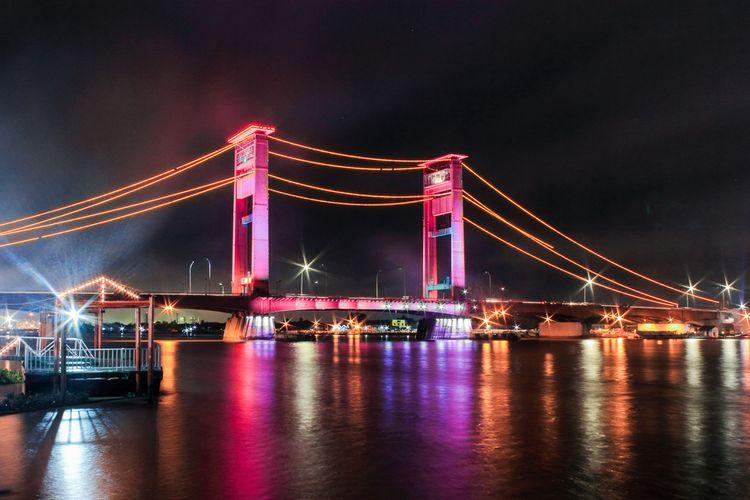 Jembatan Ampera di Palembang.