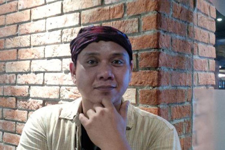 Vokalis band PADI, Andi Fadly Arifuddin atau Fadly PADI, diabadikan di CGV Blitz, Grand Indonesia, Jakarta Pusat, Rabu (16/9/2015).